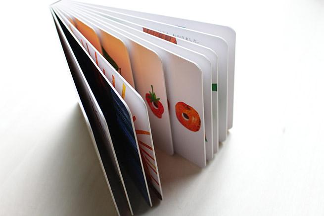 『ボードブック版 はらぺこあおむし』紙の厚さ