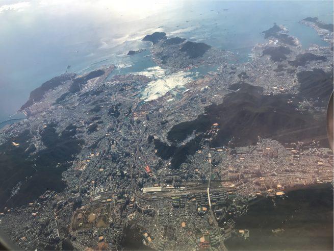 釜山遠景。漁港が見える